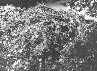 Un tas de lunettes trouvé à Auschwitz.