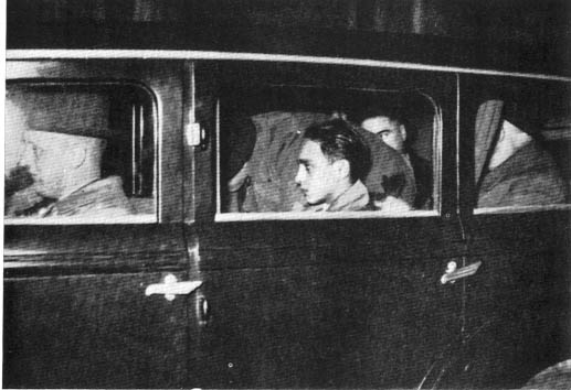 Grynszpan emmené dans une voiture par la police