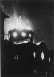 Une synagogue en feu